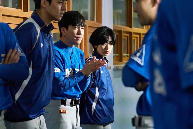 画像1: プロ野球選手を目指す天才野球少女をイ・ジュヨンが好演