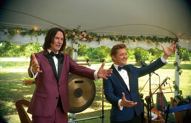 画像: シリーズ前2作では高校生だったビルとテッドも今や中年ミュージシャンに