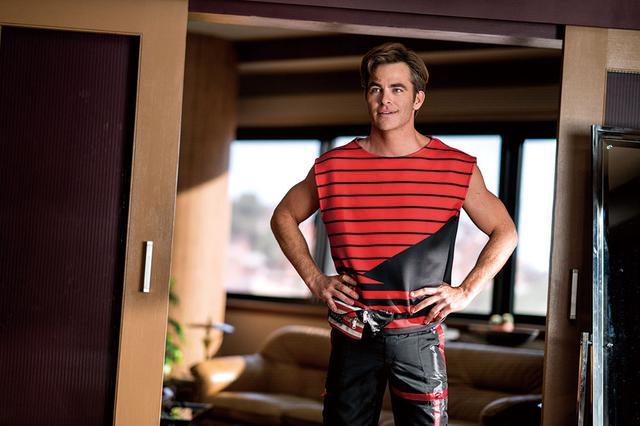 画像: スティーブの着る服もまさに80年代!