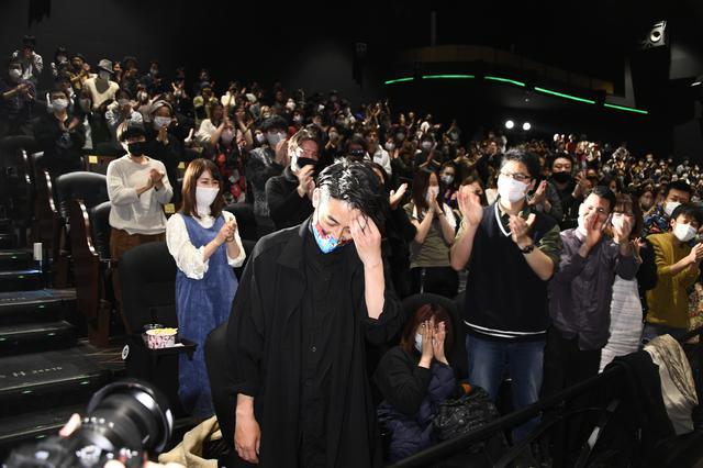 画像2: 深夜の映画館に468人の観客がスタンディングオベーション