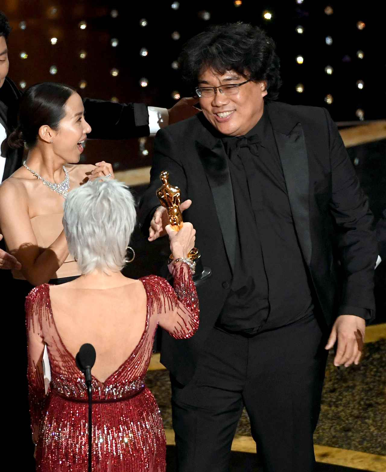 画像: オスカーを受賞した「パラサイト半地下の家族」のポン・ジュノ監督