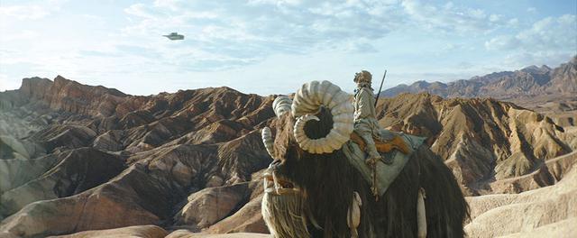 画像: まずはタトゥイーンに降り立ったマンダロリアン