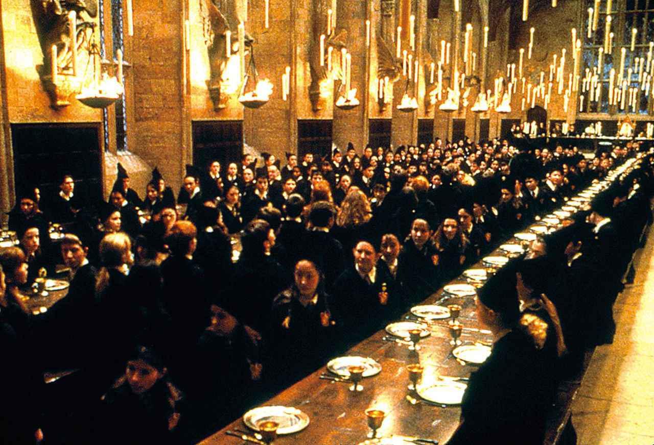"""画像: """"ファンタビ""""最新作はホグワーツ魔法魔術学校のシーンが増えるかも… (写真は「ハリー・ポッターと賢者の石」(2001))"""