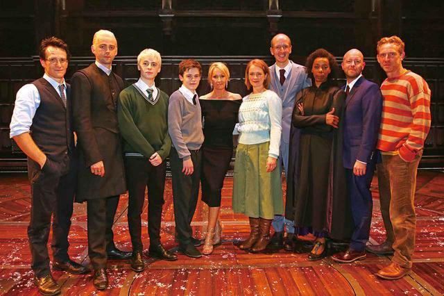 画像: 2016年7月にロンドンのパレステラスで初演された『ハリー・ポッターと呪いの子』のキャストたち