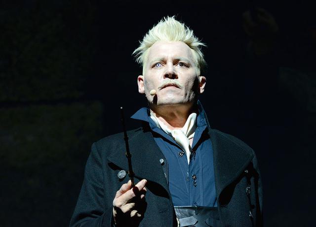 画像: 前2作でグリンデルバルドを演じたジョニー・デップ(写真は2018年のサンディエゴ・コミコン)