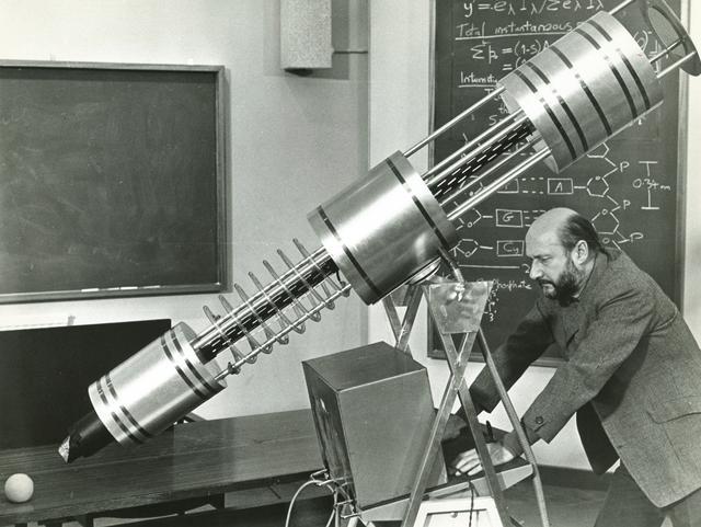 画像: 05_新生物創造に勤しむ悪魔、ノルター教授(ドナルド・プレザンス)『悪魔の植物人間』(1973)