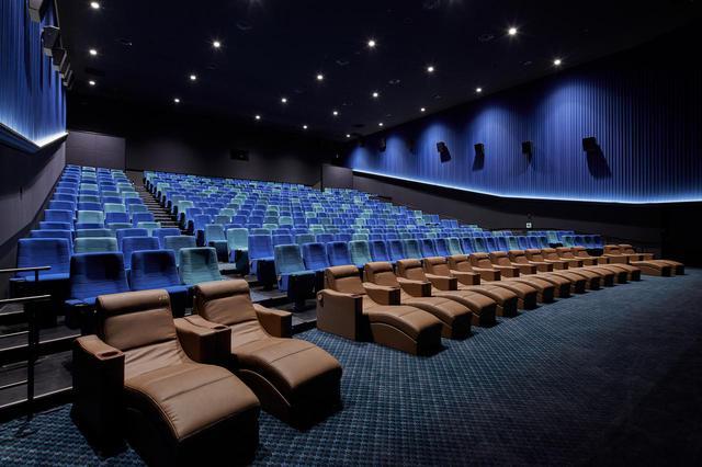 画像: フラットシート www.cinemasunshine.co.jp
