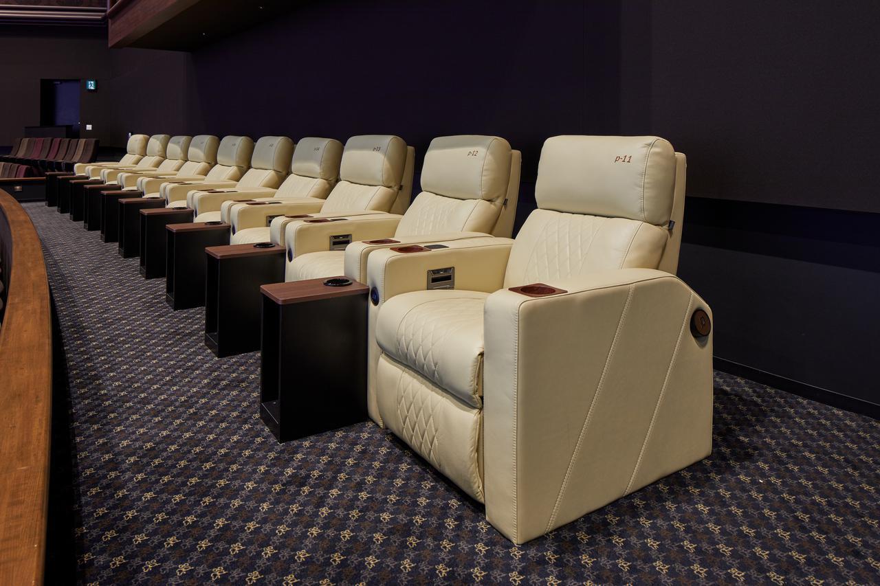 画像: グランドクラスのシート www.cinemasunshine.co.jp