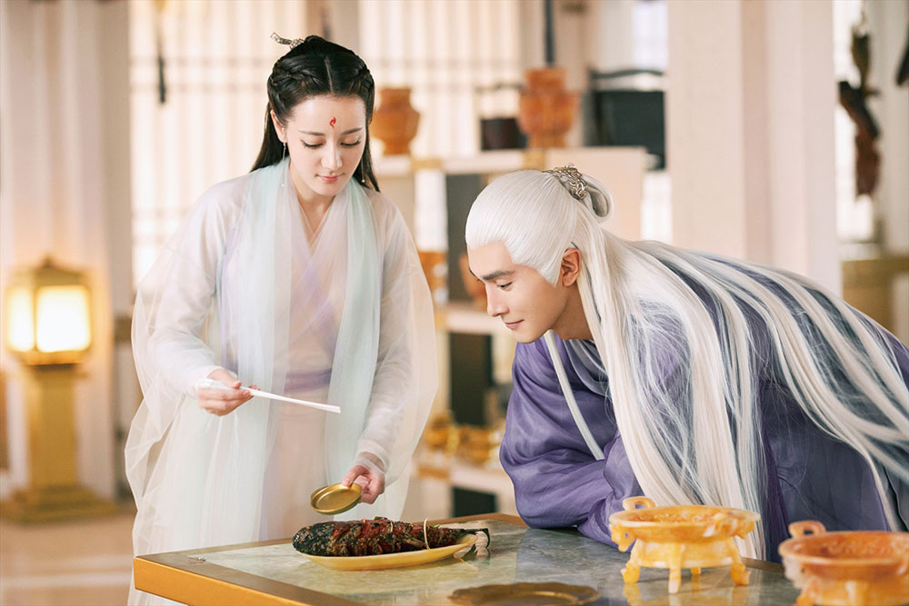 画像: 大人気「桃花」シリーズには仙人や神々などが次々登場(写真は「夢幻の桃花」)