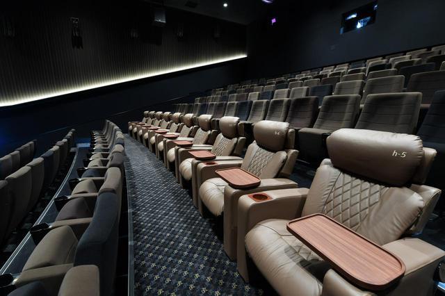 画像: プレミアムクラスのシート www.cinemasunshine.co.jp