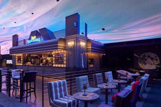 画像: 天井部に設置された大型LEDビジョンは必見 www.cinemasunshine.co.jp