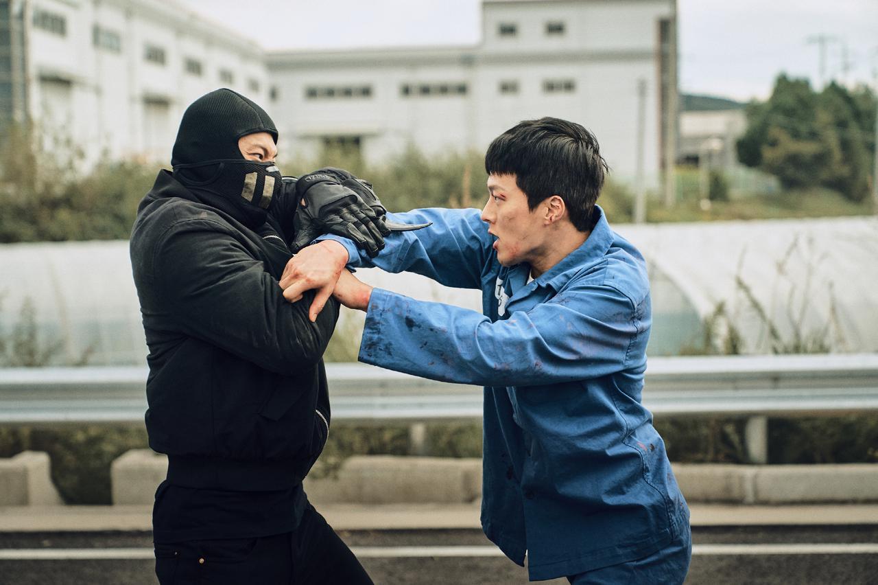 画像2: 「悪い奴らを殴れば、それが正義だ!」