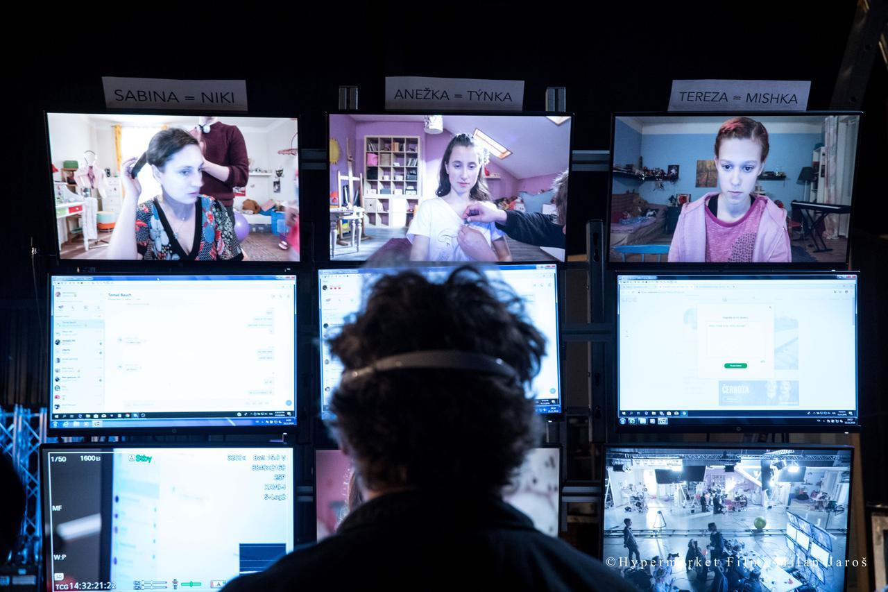 """画像2: """"12歳女子""""がSNSで友達募集したらどうなった? 世界震撼の問題作が公開"""