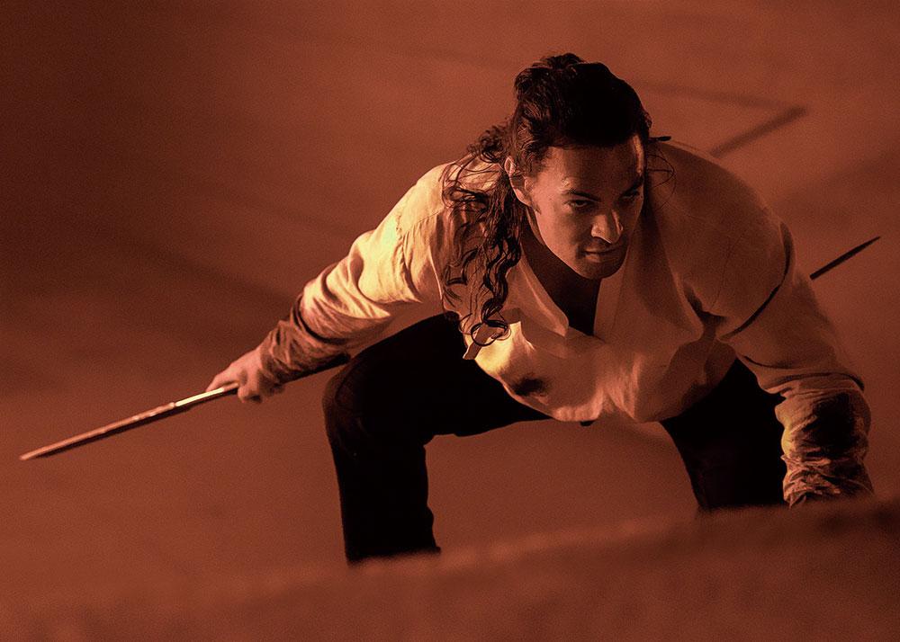 画像: 『アクアマン』のジェイソン・モモアがポールを見守る最強の戦士に