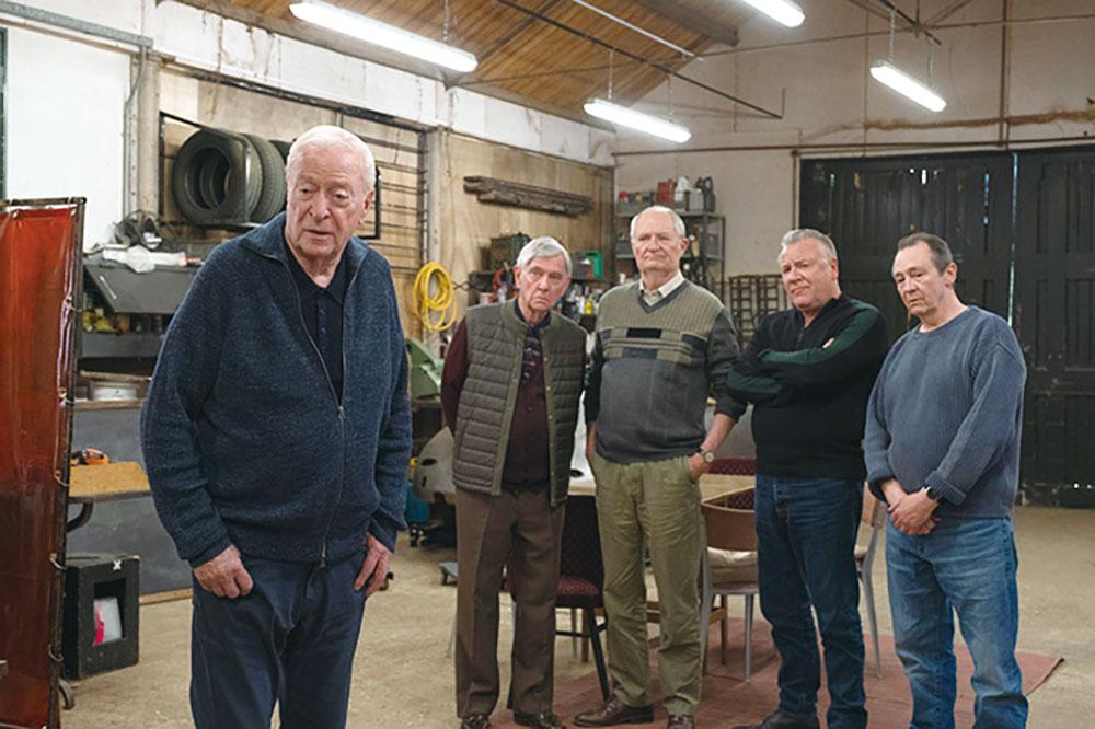 画像: 英国のベテラン俳優たちが実際の集団強盗事件を再現して悲哀感を醸し出す