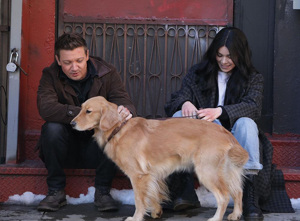 """画像: 撮影現場に登場した大型犬は原作でも重要な役割を担う""""ラッキー""""か"""