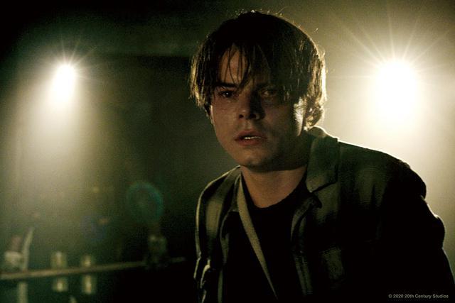 画像: 自分を変えたいと願うサム役にチャーリー・ヒート