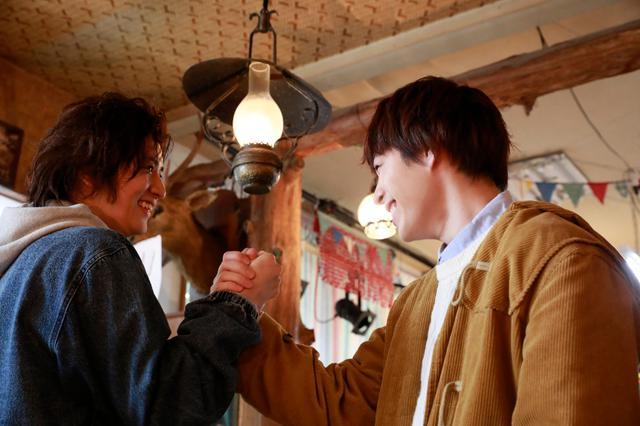 画像1: 〈西銘駿×飯島寛騎〉映画『ツナガレラジオ~僕らの雨降Days~』インタビュー