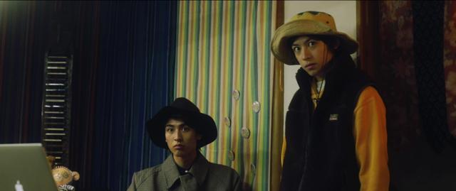 画像: 左:井阪郁巳、右:阿久津仁愛