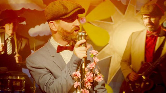 画像1: 「歌と音楽こそが愛を導く糸」