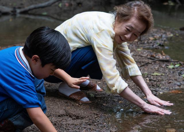"""画像2: 『ミナリ』で破天荒なおばあちゃんを演じるユン・ヨジョンの""""おばあちゃんらしくない""""本編映像を公開!"""