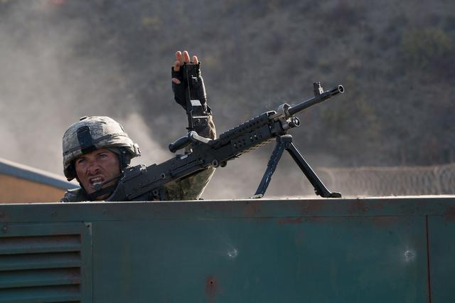 画像2: 圧倒的不利な状況下で、兵士たちは如何にして戦い抜いたのか?