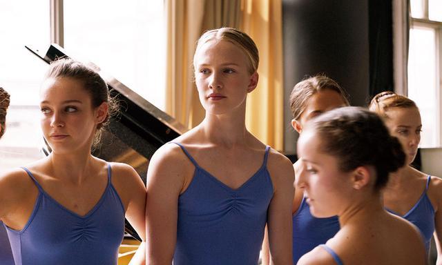 画像: トランスジェンダーの少女が夢のためバレエ学校へ