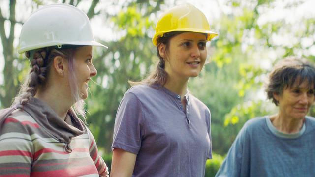 画像: 周囲の人々助けを得てマイホーム建築に着手する