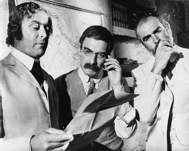 画像: 『王になろうとした男』(1975)でマイケル・ケイン、ショーン・コネリーと