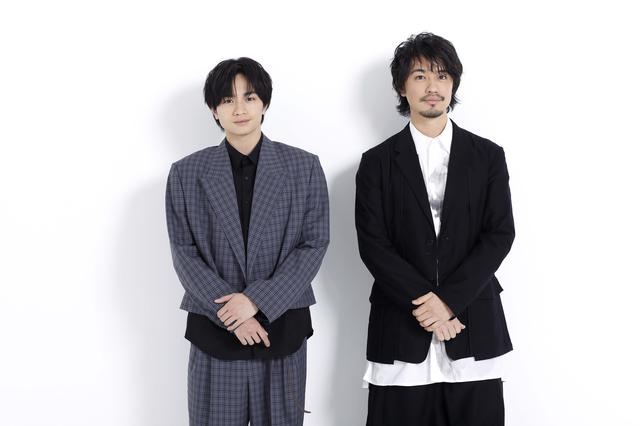 画像: 左から中島健人、斎藤工