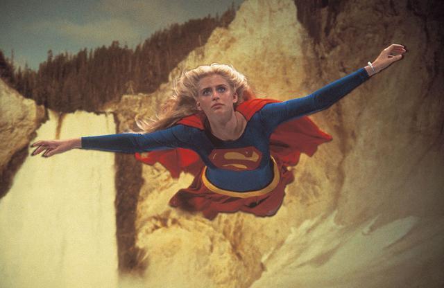 画像: 『スーパーガール』(1984) はスーパーマンの従妹という設定