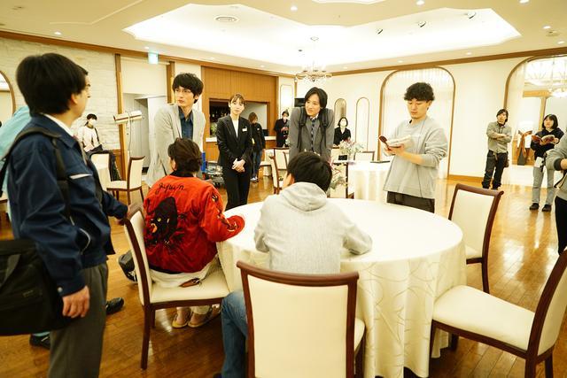 画像2: 映画『くれなずめ』成田凌のカラオケ熱唱、高良健吾と屋台おでん他アラサー男子のメイキング写真解禁!