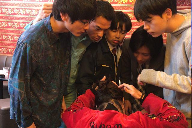 画像3: 映画『くれなずめ』成田凌のカラオケ熱唱、高良健吾と屋台おでん他アラサー男子のメイキング写真解禁!