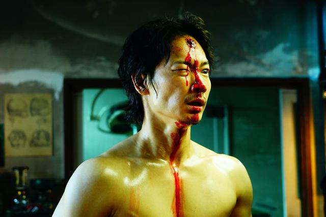 画像3: 映画『ホムンクルス』Netflixにて4月22日より配信決定!綾野剛&成田凌、衝撃の場面写真解禁!
