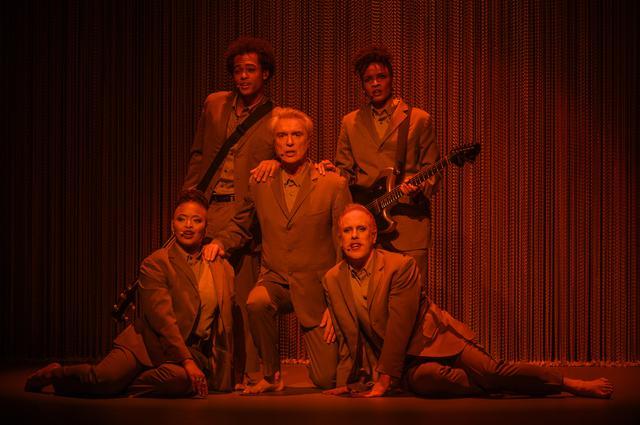 画像4: 『アメリカン・ユートピア』の上映に先駆けて、コンサート映画の金字塔『STOP MAKING SENSE』がスクリーンに蘇る!