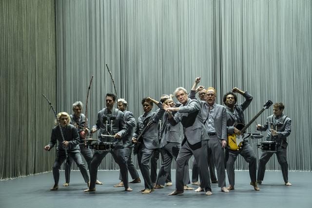 画像3: 『アメリカン・ユートピア』の上映に先駆けて、コンサート映画の金字塔『STOP MAKING SENSE』がスクリーンに蘇る!