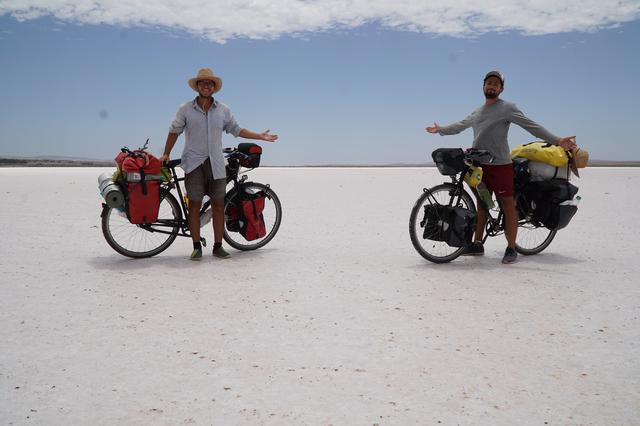画像: オーストリアからオーストラリアへ ふたりの自転車大冒険 © Aichholzer Film _ Dominik Bochis _ Andreas Buciuman