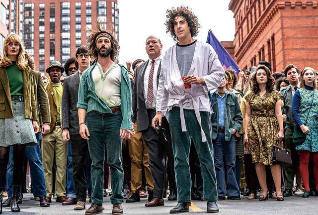 画像: 『シカゴ7裁判』のサシャ・バロン・コーエン(中央) Netflix映画『シカゴ7裁判』独占配信中