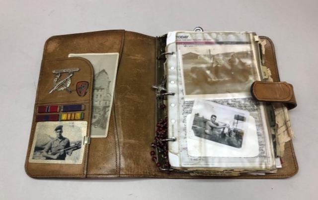画像: ジョンの手帳
