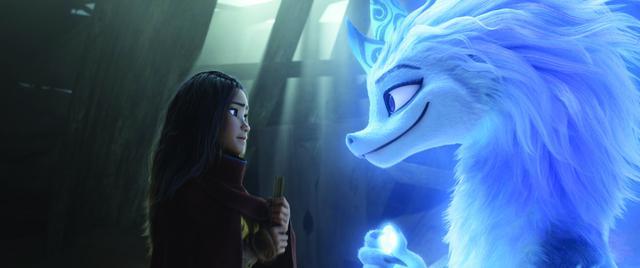 画像: ケイリーが演じたラーヤ(左)とオークワフィナが演じたシス―(右)