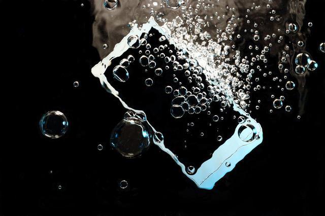 画像: IPX8なら水没しても安心(でもはやめに救出して!)