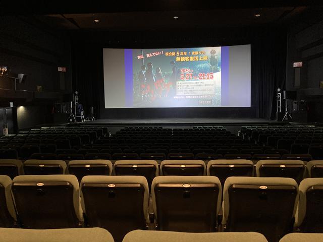 画像: 昨年5月27日シネマート新宿での無観客上映の様子。無人の客席に向けて本気の上映が行われた