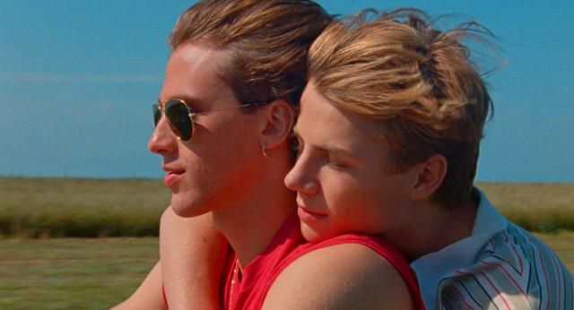 画像1: 夕日を眺めながらバックハグー8/20公開『Summer of 85』より美しき場面写真が一挙に解禁