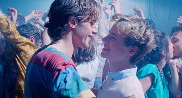 画像3: 夕日を眺めながらバックハグー8/20公開『Summer of 85』より美しき場面写真が一挙に解禁