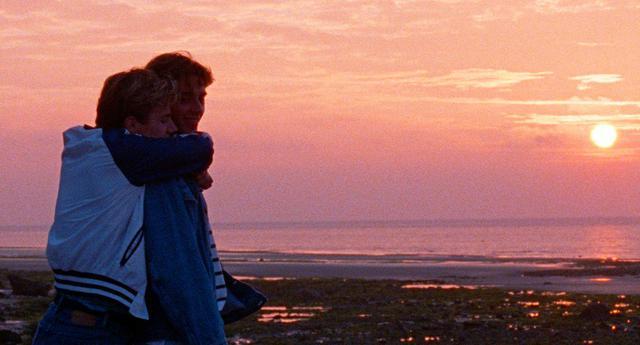 画像2: 夕日を眺めながらバックハグー8/20公開『Summer of 85』より美しき場面写真が一挙に解禁