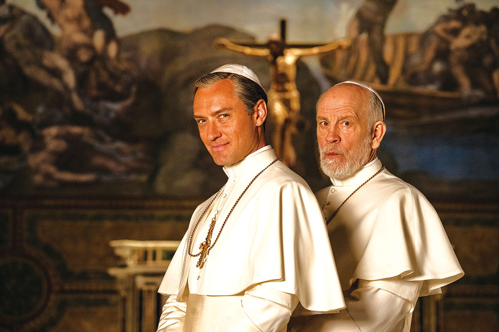 画像: ジュード・ロウからのマルコヴィッチ新旧教皇対決がスタート!