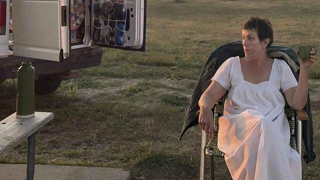 画像: ファーンの運転免許証に書かれた名前に驚き!?『ノマドランド』未公開シーンが公開 - SCREEN ONLINE(スクリーンオンライン)