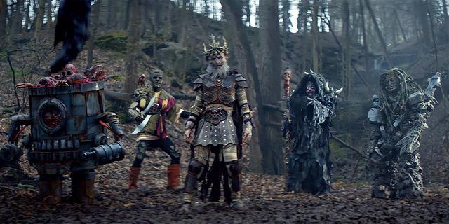 画像: 戦隊ヒーローに出てきそうな5体の宇宙怪人が登場