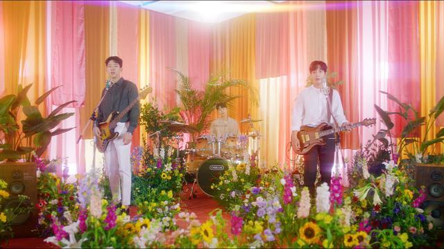 画像: CNBLUE - ZOOM【Official Music Video】(BAND ver.) youtu.be
