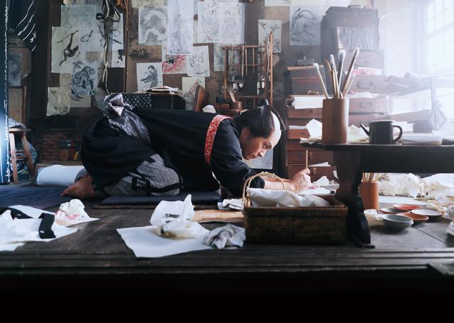 画像1: 柳楽優弥と⽥中泯がW主演で北斎を演じた映画『HOKUSAI』のBlu-ray&DVDが11/5に発売決定!